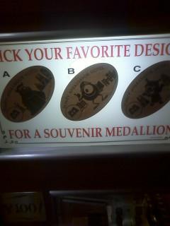 アンバサダーホテルにモンスターズインクのスーベニアメダル